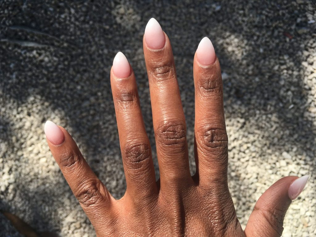 Stiletto ombre nails on women of color for you to try